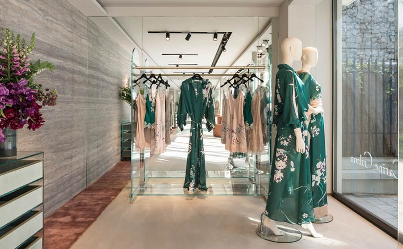 e4e070792354d Spécialisée en lingerie de luxe, vêtements d intérieur et pièces exclusives  de prêt-à-porter, la créatrice Carine Gilson a travaillé avec les  architectes ...