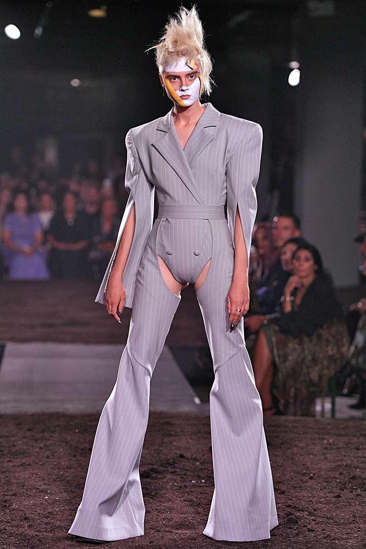 94448783120cfa Fashion Week de Londres  Gareth Pugh en mode dystopique
