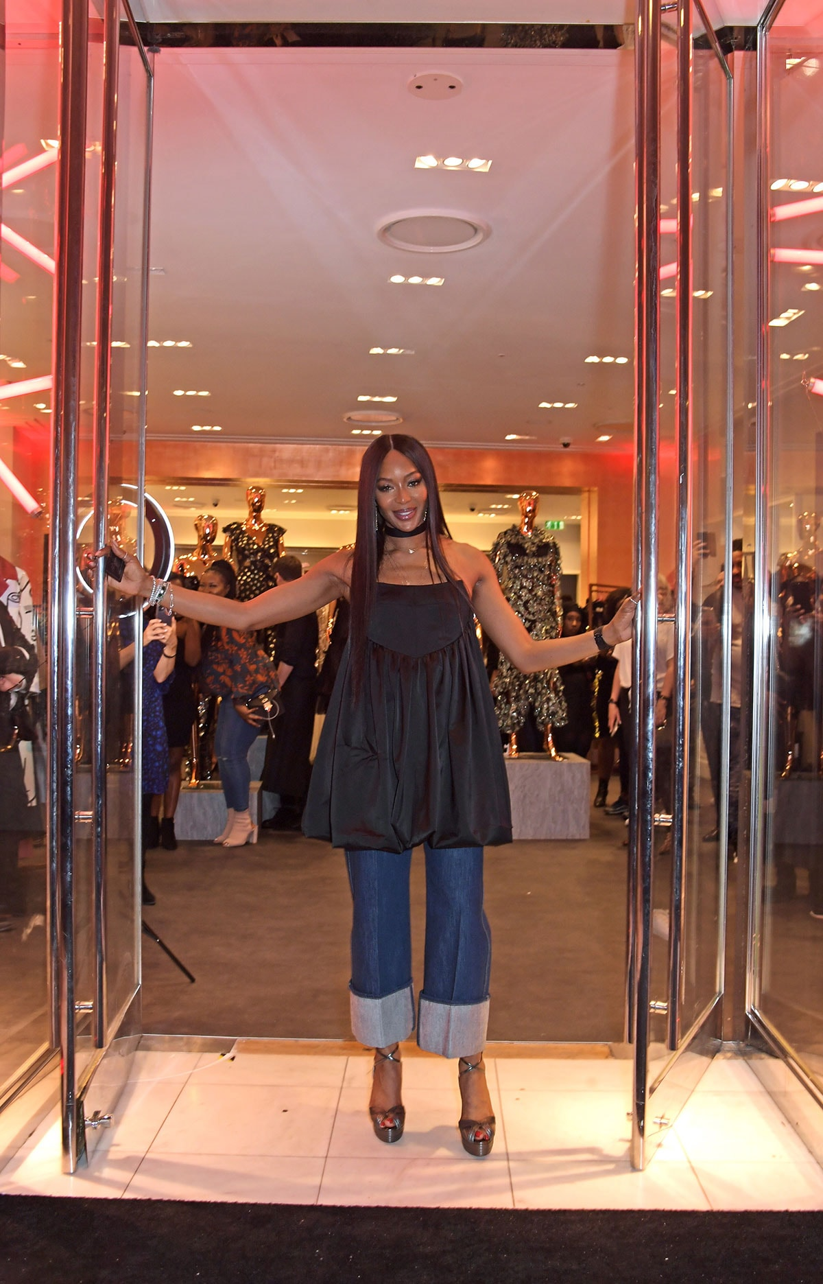 Naomi Campbell ouvre un magasin pop-up Fashion for Relief à Westfield London