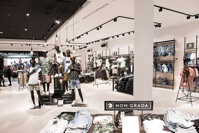 Kijken the sting opent flagshipstore in antwerpen for Interieur winkel antwerpen