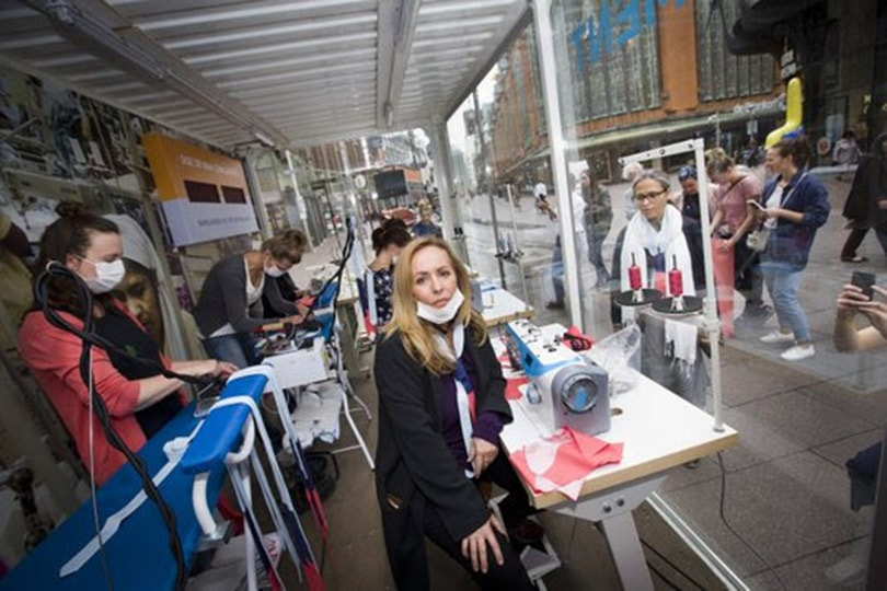 Pop-up sweatshop dringt industrie aan om transparanter te zijn