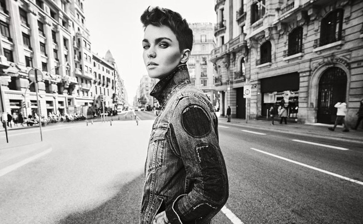 "RUBY ROSE ""OWNS IT"" IN DE NIEUWE G-STAR RAW S/S'19 CAMPAGNE"